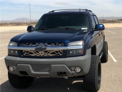 """2002 Chevrolet Avalanche - 22x12 -44mm - Savage Offroad 175 - Suspension Lift 6"""" - 325/50R22"""