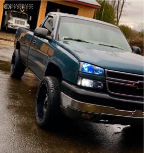 """2006 Chevrolet Silverado 2500 HD Classic - 22x10 -24mm - Fuel Maverick - Level 2"""" Drop Rear - 305/40R22"""
