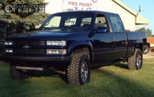 2000 Chevrolet K2500 - 17x9 12mm - Ultra Predator - Stock Suspension - 305/65R17