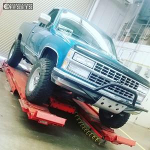 "1993 Chevrolet K1500 - 16x8 0mm - Mickey Thompson Classic Iii - Suspension Lift 2.5"" - 265/75R16"