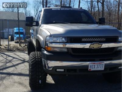 "2001 Chevrolet Silverado 2500 HD Classic - 20x14 -76mm - Fuel Maverick - Suspension Lift 4.5"" - 35"" x 12.5"""