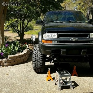 "2003 Chevrolet S10 - 15x10 -47mm - Pro Comp Series 69 - Leveling Kit & Body Lift - 35"" x 12.5"""