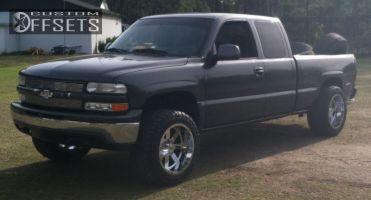 "2002 Chevrolet Silverado 1500 - 20x12 -44mm - Moto Metal MO962 - Stock Suspension - 33"" x 12.5"""