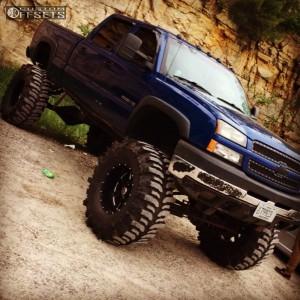 """2004 Chevrolet Silverado 2500 HD - 20x12 -44mm - Moto Metal Mo962 - Lifted >12"""" - 44"""" x 15.5"""""""