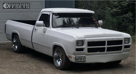 1993 Dodge D250 - 18x10 -24mm - Moto Metal Mo962 - Lowered 4F / 6R - 245/45R18