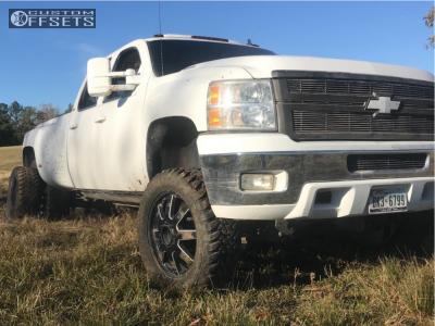 "2008 Chevrolet Silverado 3500 - 22x8.25 105mm - Fuel Maverick - Suspension Lift 6"" - 35"" x 12.5"""