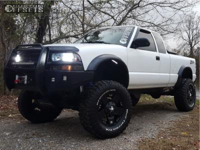 "2002 Chevrolet S10 - 17x8 10mm - XD Xd775 - Suspension Lift 6"" - 305/65R17"