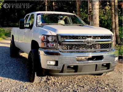 2008 Chevrolet Silverado 2500 HD - 20x12 -44mm - Fuel Maverick D538 - Stock Suspension - 305/50R20