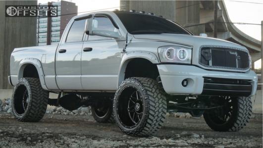"""2006 Dodge Ram 2500 - 24x14 -76mm - Hostile Sprocket - Suspension Lift 6"""" - 375/40R24"""