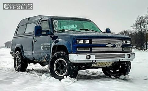2000 Chevrolet K3500 - 16x8 -6mm - Ultra Rogue - Stock Suspension - 285/75R16