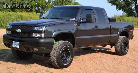 "2004 Chevrolet Silverado 1500 - 16x9.5 -12mm - MB 352 - Suspension Lift 4"" - 33"" x 10.5"""