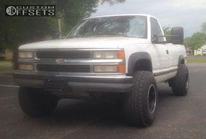"1998 Chevrolet K2500 - 16x12 -50mm - Mickey Thompson Baja - Level 2"" Drop Rear - 305/70R16"