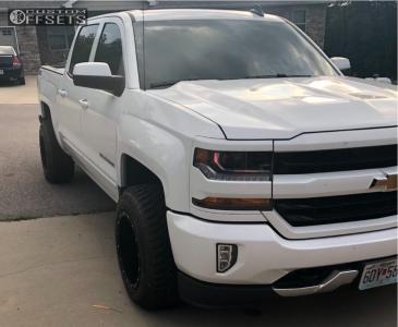 2018 Chevrolet Silverado 1500 - 18x12 -44mm - Fuel Hostage D531 - Stock Suspension - 285/60R18