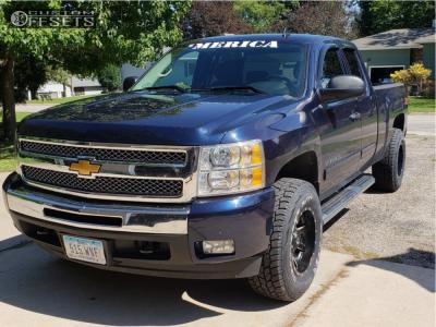 2011 Chevrolet Silverado 1500 - 17x10 -24mm - Fuel Maverick D538 - Leveling Kit - 285/70R17