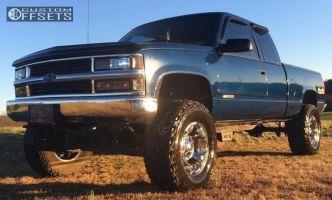 "1998 Chevrolet K1500 - 17x9 0mm - Fuel Havoc - Suspension Lift 4"" - 35"" x 12.5"""