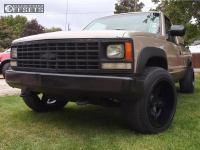 1992 Chevrolet K2500 - 20x12 -44mm - Gear Off-Road Manifold - Stock Suspension - 265/55R20