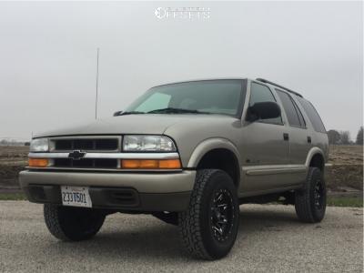2002 Chevrolet Blazer - 15x8 -18mm - Fuel Lethal - Leveling Kit - 235/75R15