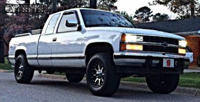 1992 Chevrolet K1500 - 17x9 18mm - Xd Addict - Leveling Kit - 285/70R17