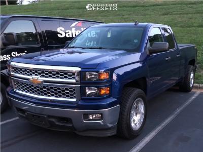 """2014 Chevrolet Silverado 1500 - 18x10 -24mm - Moto Metal Mo972 - Level 2"""" Drop Rear - 265/60R18"""