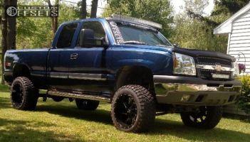 "2003 Chevrolet Silverado 1500 - 20x12 -44mm - Cali Offroad Twisted - Suspension Lift 6"" - 33"" x 12.5"""