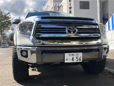 2017 Toyota Tundra - 20x10 -24mm - Moto Metal Mo978 - Leveling Kit - 305/55R20