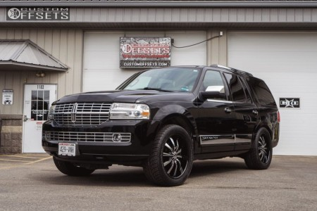 2007 Lincoln Navigator - 22x9.5 38mm - Helo HE875 - Stock Suspension - 305/45R22