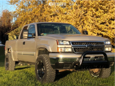 """2006 Chevrolet Silverado 1500 - 18x9 -12mm - Moto Metal Mo951 - Body Lift 3"""" - 305/60R18"""