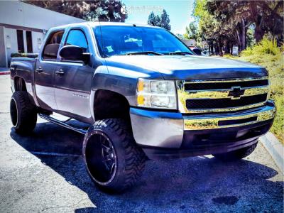 """2009 Chevrolet Silverado 1500 - 22x14 -76mm - Fuel Maverick D538 - Suspension Lift 6"""" - 33"""" x 12.5"""""""