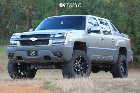 "2002 Chevrolet Avalanche - 20x10 -24mm - Fuel Maverick - Suspension Lift 6"" - 35"" x12.5"""
