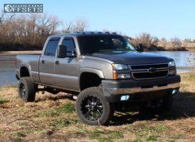 "2007 Chevrolet Silverado 2500 HD Classic - 20x10 -24mm - Fuel Maverick - Suspension Lift 7"" - 285/65R20"
