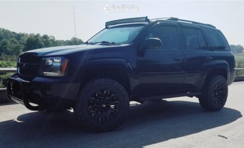 "2006 Chevrolet Trailblazer - 18x9 -12mm - Fuel Battle Axe - Suspension Lift 3"" - 265/60R18"