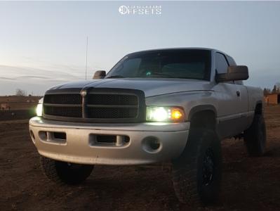 "2001 Dodge Ram 1500 - 17x8.5 18mm - Black Iron Tracker - Suspension Lift 2.5"" - 315/70R17"