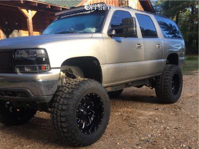 "2003 Chevrolet Suburban - 22x12 -44mm - Fuel Cleaver D573 - Suspension Lift 6"" & Body 3"" - 40"" x 15.5"""