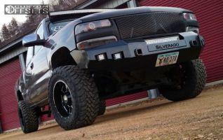 "2001 Chevrolet Silverado 1500 - 18x10 -24mm - Moto Metal MO962 - Suspension Lift 4"" - 33"" x 12.5"""
