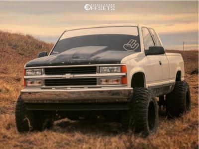 "1995 Chevrolet K1500 - 20x14 -76mm - Fuel Maverick - Suspension Lift 6"" - 36"" x 15.5"""