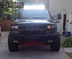 "2000 Chevrolet Silverado 1500 - 16x12 -12mm - Moto Metal MO951 - Suspension Lift 6"" - 35"" x 12.5"""