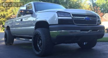 2007 Chevrolet Silverado 2500 HD Classic - 20x12 -44mm - Hostile Sprocket - Stock Suspension - 305/50R20