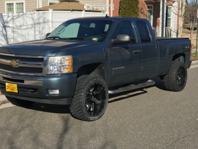 "2010 Chevrolet Silverado 1500 - 22x12 -44mm - Cali Offroad Twisted - Suspension Lift 3.5"" - 33"" x 12.5"""