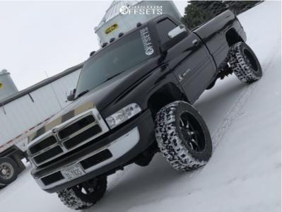 """2001 Dodge Ram 2500 - 20x10 -24mm - Moto Metal Mo970 - Leveling Kit - 33"""" x 12.5"""""""