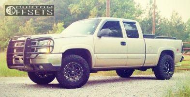 "2006 Chevrolet Silverado 1500 - 17x9 -12mm - Fuel  Boost - Suspension Lift 3"" - 33"" x 12.5"""