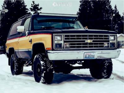 "1986 Chevrolet K5 Blazer - 15x8 0mm - Pro Comp Series 252 - Suspension Lift 4"" - 33"" x 12.5"""