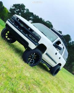 "2001 Chevrolet Suburban 1500 - 20x12 -44mm - Moto Metal Mo970 - Suspension Lift 3"" - 33"" x 12.5"""