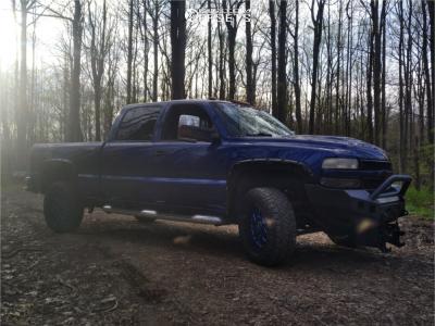 2001 Chevrolet Silverado 2500 HD Classic - 18x9 -18mm - XD Grenade - Stock Suspension - 275/65R18