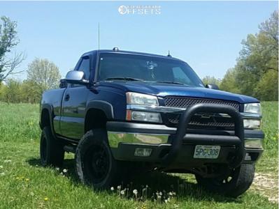 "2004 Chevrolet Silverado 1500 - 18x9 1mm - Ultra Xtreme X102 - Suspension Lift 6"" - 265/65R18"
