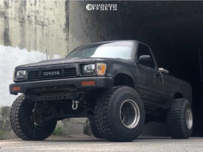 "1989 Toyota Pickup - 15x14 -76mm - Weld XT Forged Scorpio - Suspension Lift 3"" - 33"" x 12.5"""