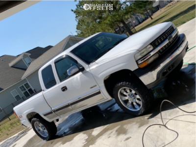"2000 Chevrolet Silverado 1500 - 20x9 10mm - Ultra Mako - Suspension Lift 2.5"" - 33"" x 12.5"""
