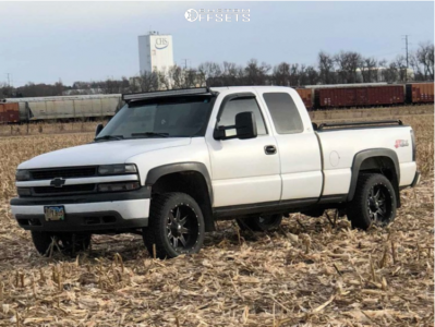 "1999 Chevrolet Silverado 1500 - 20x10 -24mm - Fuel Maverick D538 - Suspension Lift 2.5"" - 265/50R20"