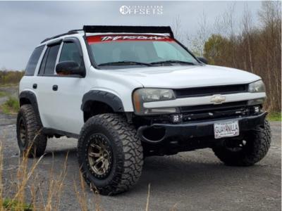 "2004 Chevrolet Trailblazer - 17x9 -12mm - Dirty Life Dt-1 - Suspension Lift 3"" - 285/70R17"