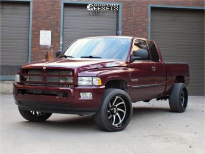 2001 Dodge Ram 2500 - 22x12 -44mm - XD Xd826 - Lowered 2F / 4R - 285/40R22