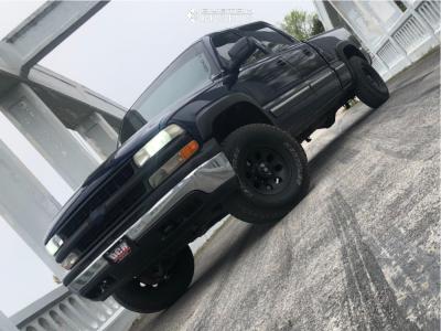 2001 Chevrolet Silverado 1500 HD - 16x8 -12mm - Mickey Thompson Classic Iii - Leveling Kit - 285/75R16